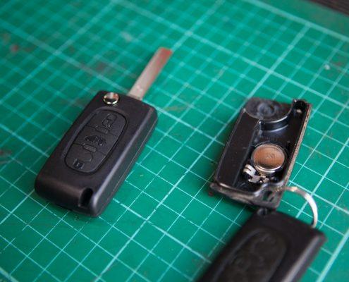 replacement car keys at roadside